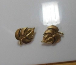 Signed Crown Trifari Textured Leaf Clip-on Earrings - $34.65