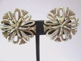 VINTAGE SIGNED LISNER SP RAISED TASSELED BOW OPEN WORK TEXTURED CLIP ON ... - $28.00