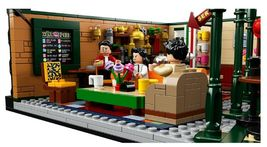 LEGO Ideas 21319 Friends The Television Series Central Perk  image 5