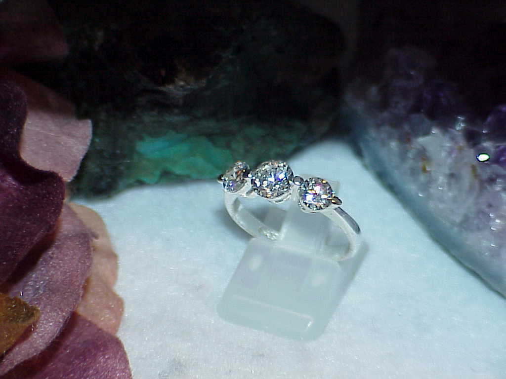 Sterling Silver 3 Stone CZ Round Past Present Future Promise Ring Sz 8 3.2Grm - $32.66