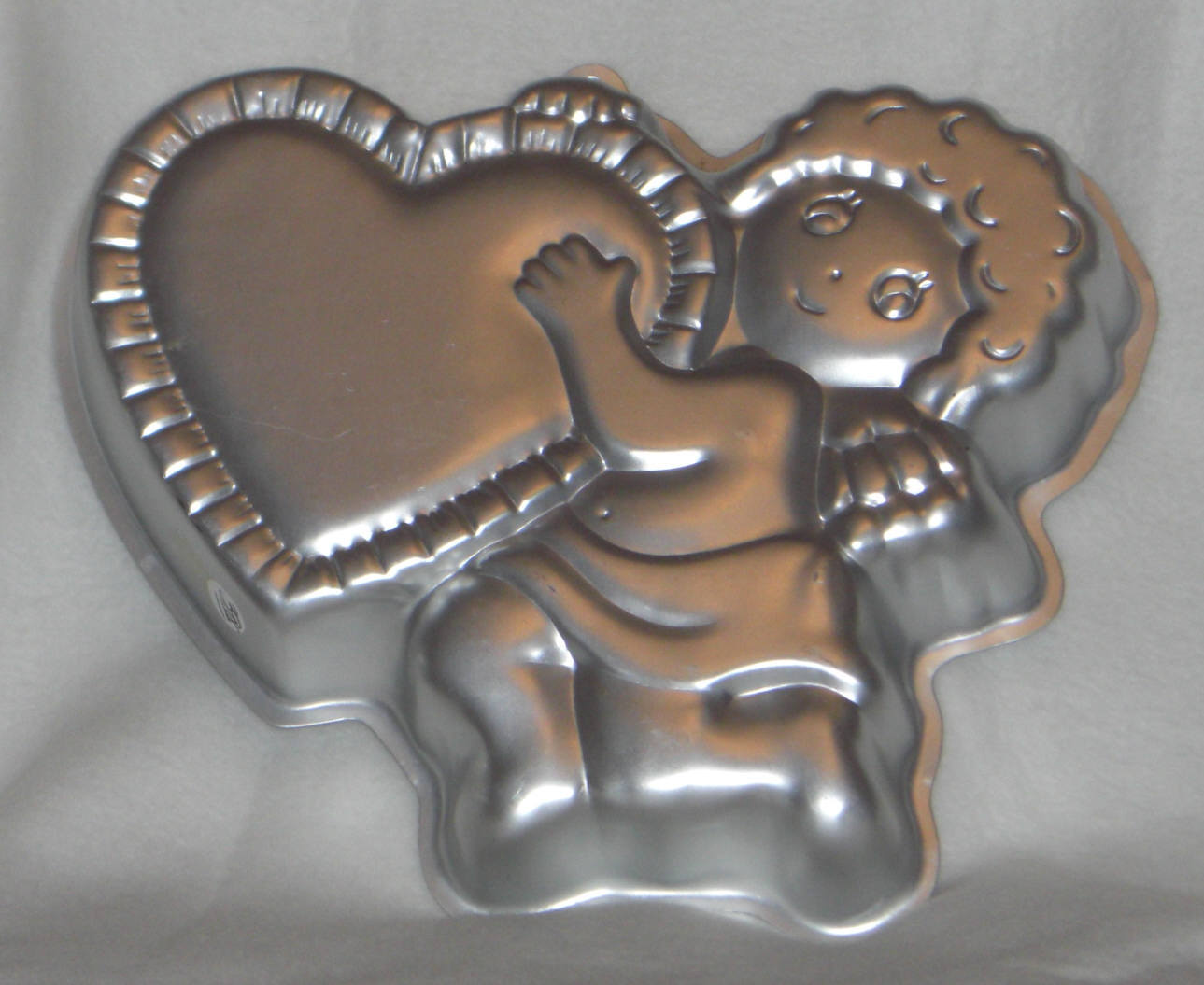Primary image for Wilton Cake Pan CUPID'S DELIGHT Valentine Pan 502-4262 1982