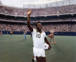 Pele Wave SA Vintage 18X24 Color Soccer Memorabilia Photo - $35.95