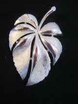 Authentic Vintage Silver Tone 1950's leaf Trifari Brooch Pin textured detail 2 t - $26.68