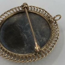 Vintage 14K Yellow Gold Mother of Pearl Oval Cameo Pendant or Brooch  image 4