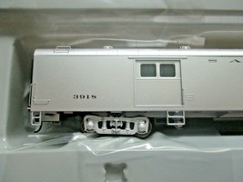 Walthers Proto Stock # 920-9640 Santa Fe 74' PS Baggage Car Deluxe # 1 HO-Scale image 2
