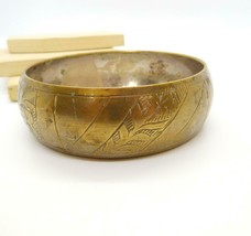 Vintage Floral Etched Brass Wide Bangle Bracelet Q34 - $13.59