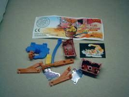 Kinder - 2002 Im stal geht's rund + paper + sticker - surprise egg - $1.50