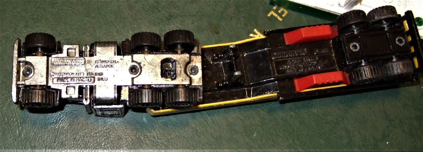"Matchbox -  Convoy PETERBILT ""SUPERGAS TANKER"" image 8"