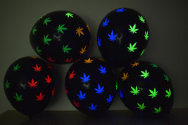 25ct Black Latex 11 inch Blacklight Reactive Weed Marijuana Pot Leaf Bal... - $16.95