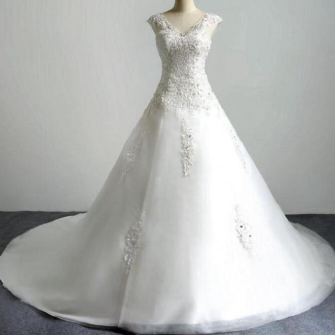 V neck tulle ivory lace appliques sleeveless floor length a line wedding dress chapel train cap