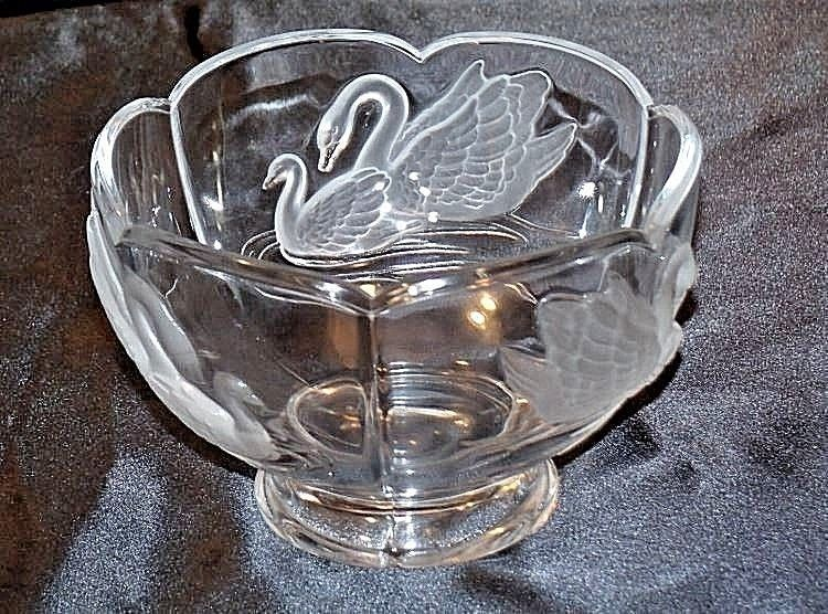 Cut Glass Bowl with Beautiful Etched Raised Swan Design AA18-11800 Vintage
