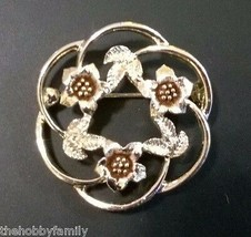Vintage Signed Sarah Coventry Flower Wreath Gold Tone Brooch Pin C. 1970s - $7.99