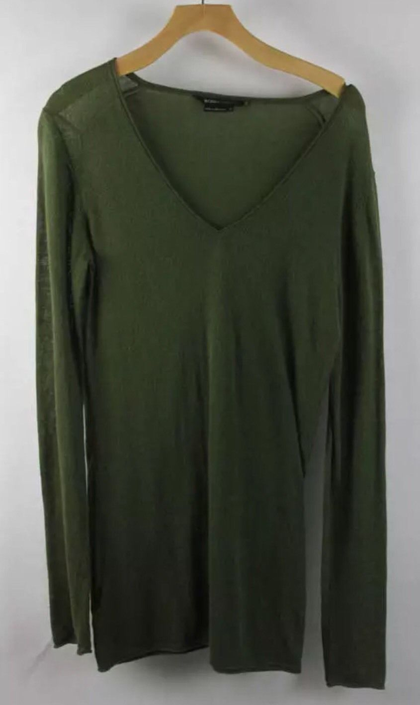 BCBGMaxazria Long Sleeve Leaf Green V-Neck Knit Pull Over Blouse Size Small