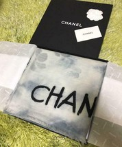 Chanel Scarf Stole Floral Flower Cashmere 100% Gray Blur design Auth New... - $17.479,18 MXN
