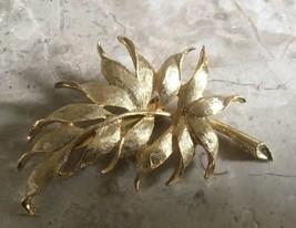 VINTAGE RETRO BRUSHED GOLD TONE LEAF SPRAY PIN - $9.49