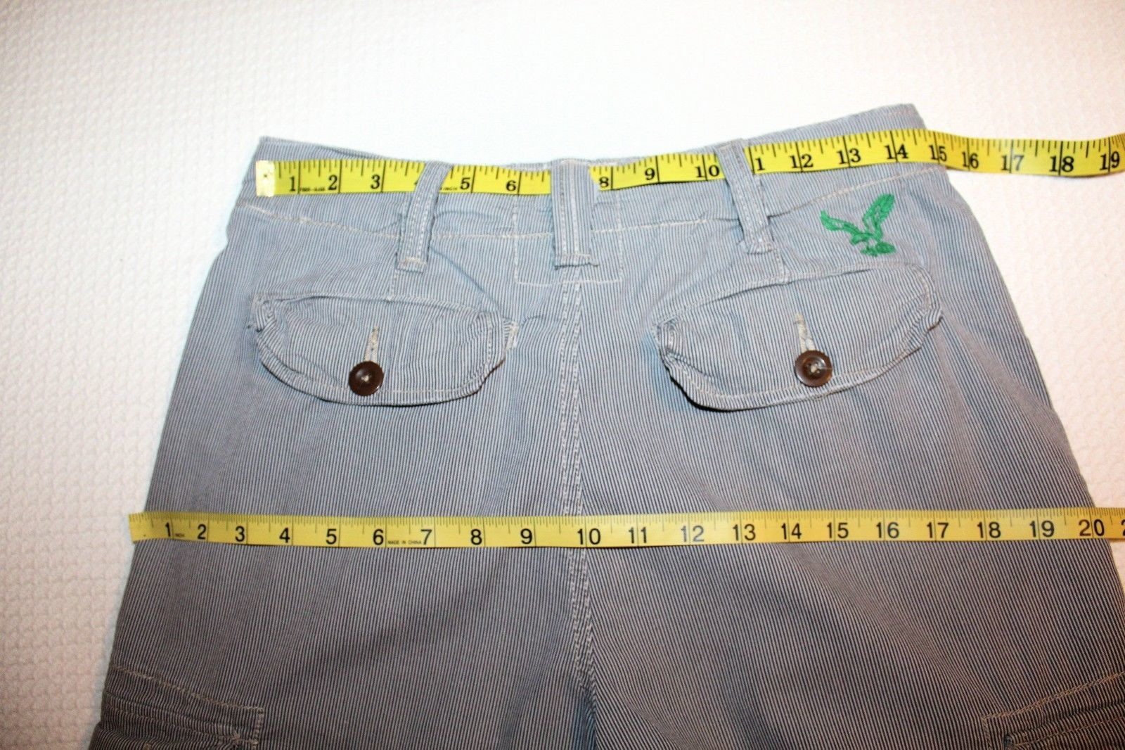 Vintage AMERICAN EAGLE Men's Size 28 Seersucker Cargo Longer Length Shorts