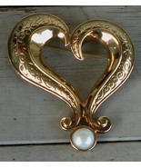 Collectible Vintage Avon Gold Tone Heart Pin with Faux Pearl, VERY GOOD ... - $14.84