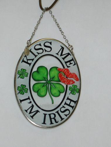 AMIA Kiss Me Im Irish 4 Inch Sun Catcher Red Lips Green Shamrocks