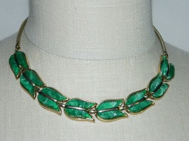 VTG CROWN TRIFARI Marbled Green Thermoset Lucite Tulip Flower Choker Necklace - $99.00
