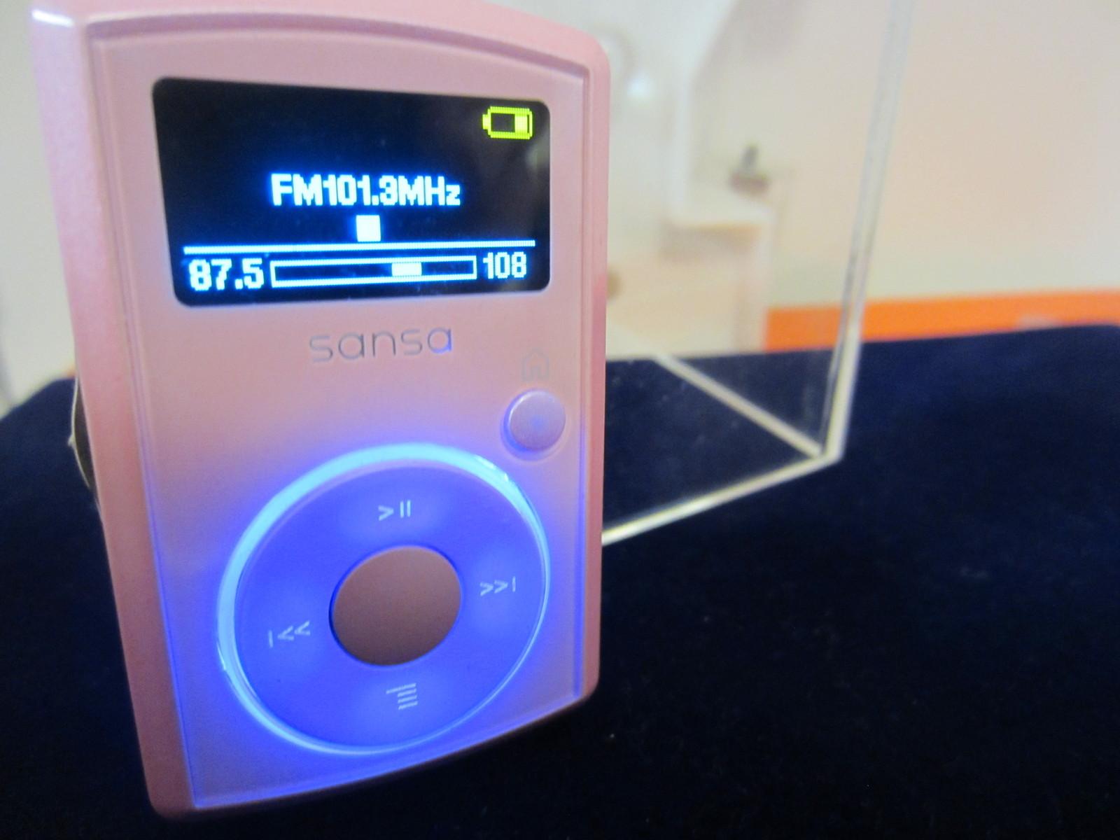 23a9d130a sansa clip @ Bonanza. SanDisk Sansa Clip 2 GB MP3 Player ...