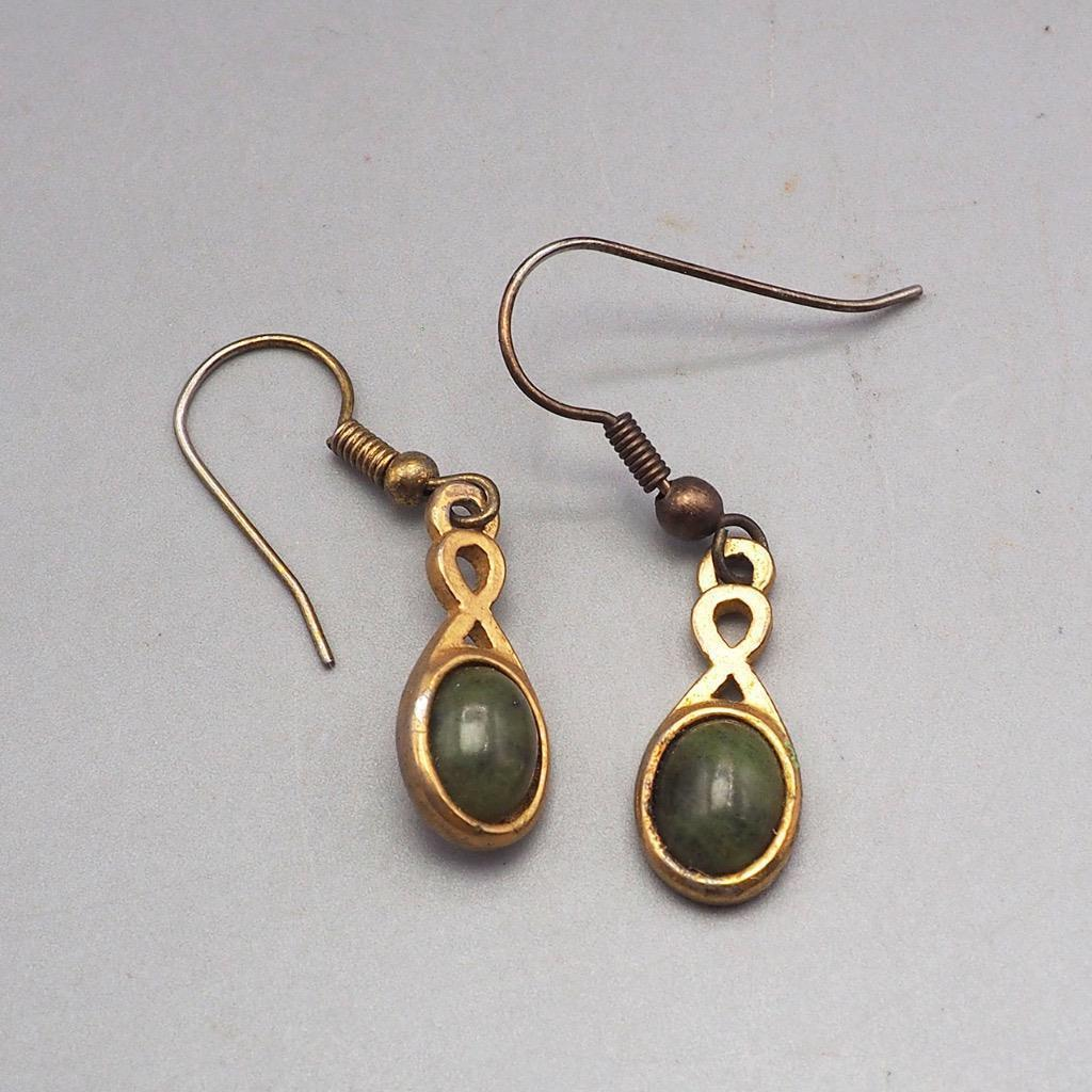 Vintage Goldtone Green Semi Precious Stone Dangle Earrings 1980's 1990's
