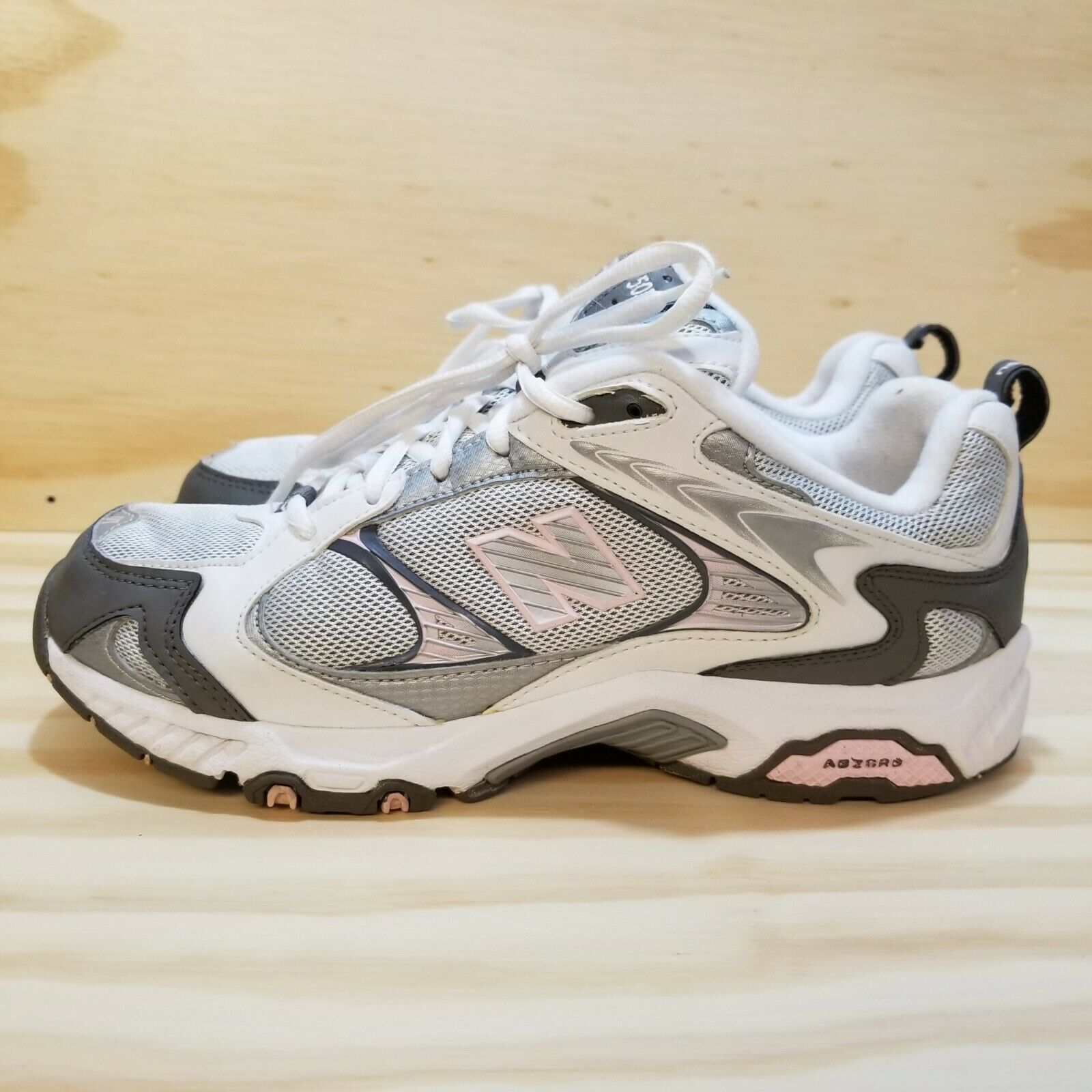 New Balance Womens 505 Training Workout Fitness Sneakers Size 8 Laces White Pink
