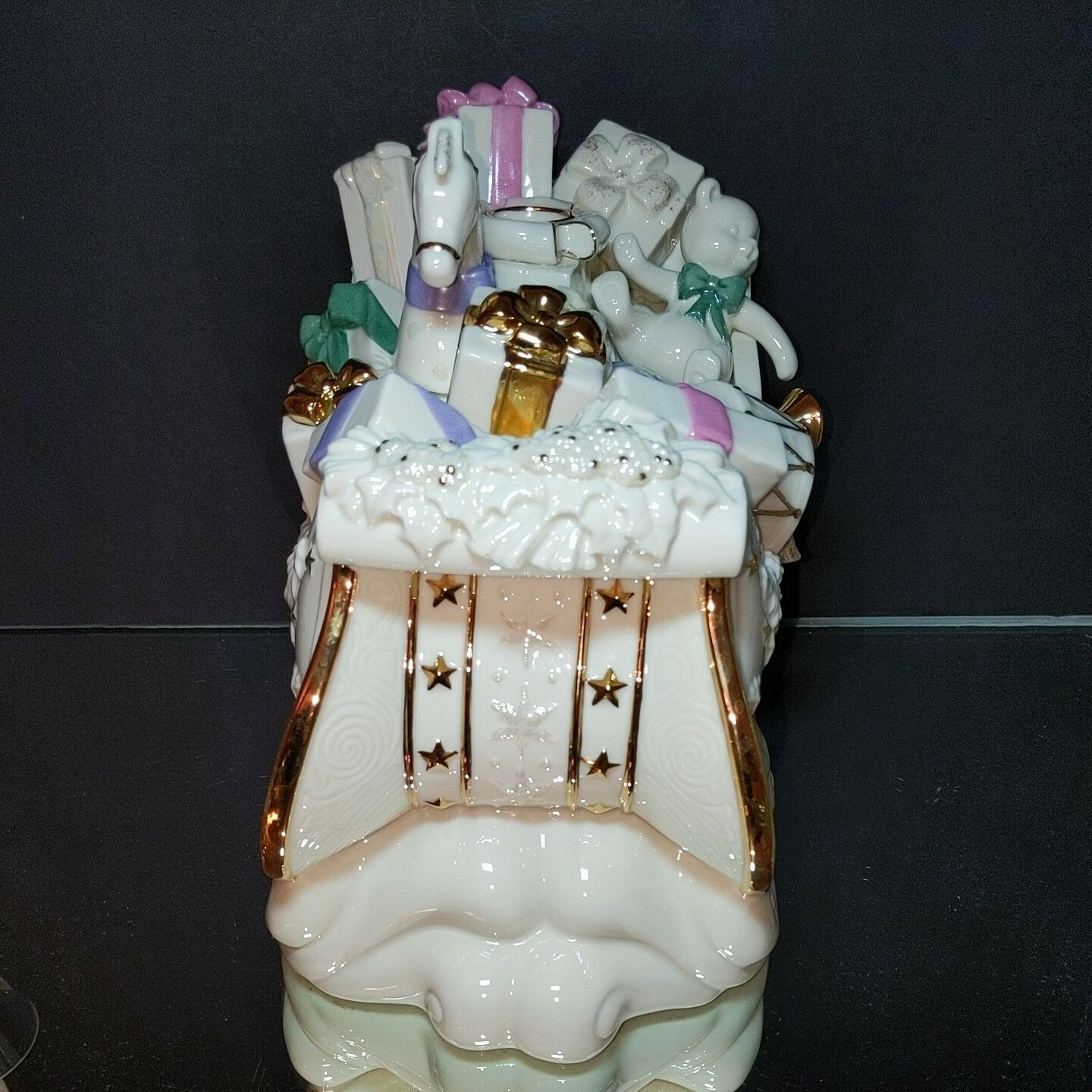 """LENOX Holiday Delivery Ornate Ivory & 24K Gold Sleigh Candleholder 10.5"""" x 9.5"""""""