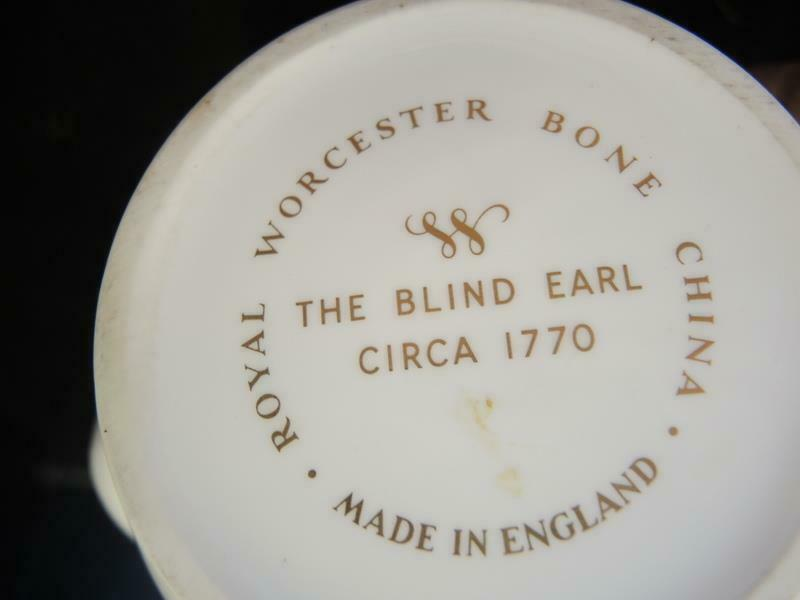 Royal Worcester 4 Cup Tea Pot - The Blind Earl Pattern image 8