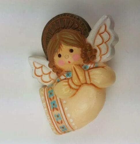 Hallmark Holiday Christmas Pin Praying Angel Wings Halo Tan