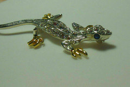 Vintage Signed 1998 P.S. CO Rhinestone Lizard Brooch Blue Rhinestone Eyes - $18.99