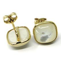 18K YELLOW GOLD BUTTON LOBE EARRINGS, CABOCHON SQUARE MOTHER OF PEARL DIAM. 9mm image 3