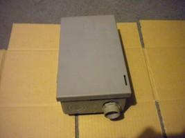 Square D FP222R Fusible Pullout AC Disconnect Switch 240 Volt AC 30 Amp Series G - $14.70