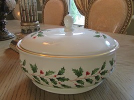 "LENOX AMERICAN BY DESIGN HOLIDAY LG COVERED CASSEROLE 9.75"" HOLLY BERRY ... - $24.70"