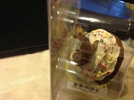 Cupcake gift box with choice of Exotic or Safari African animal  on lid image 15