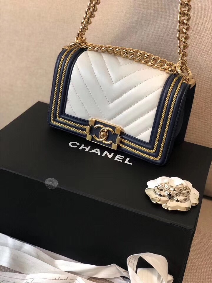 100% AUTHENTIC CHANEL 2019 WHITE NAVY CHEVRON CALFSKIN SMALL BOY FLAP BAG GHW