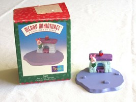 Hallmark Ornament Disney 1999 Piglet Pooh House Merry Miniatures First o... - $7.99