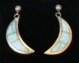 Sterling Silver Inlaid Opal Crescent Half Moon Earrings Signed J. Nelson - $2.250,92 MXN