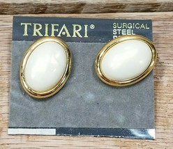 Signed Crown Trifari Vintage Oval Pearl Gold Tone Retro Clip Earrings New - $13.81