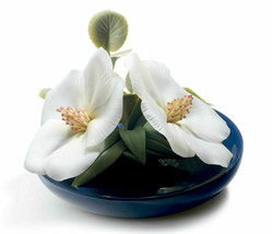 Lladro 8651 Lavatera Blossoms Retired Glased Porcelain Figurine New - $495.00
