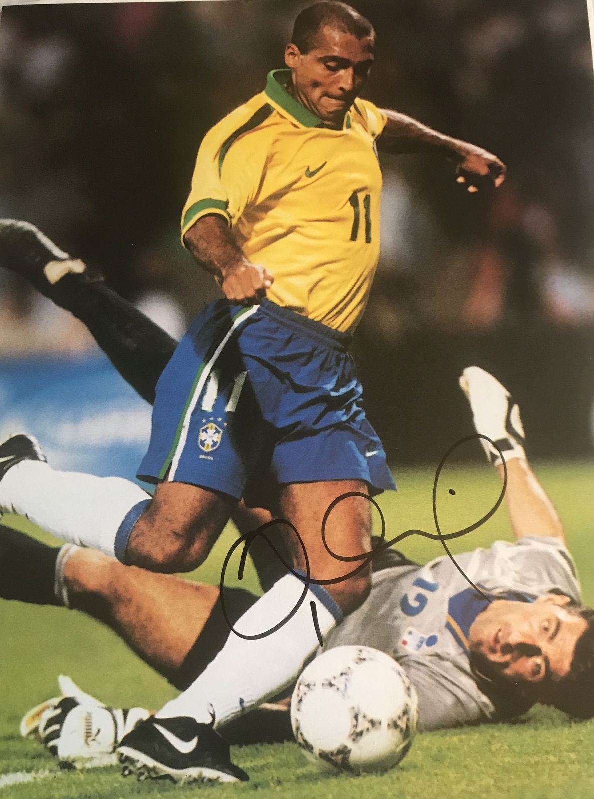 Primary image for Romario Signed Autographed Glossy Soccer 8x10 Photo - Brazil