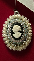 VINTAGE 1970 UNSIGNED CORO SEED PEARL AB RHINESTONE CAMEO OVAL NECKLACE ... - $8.41