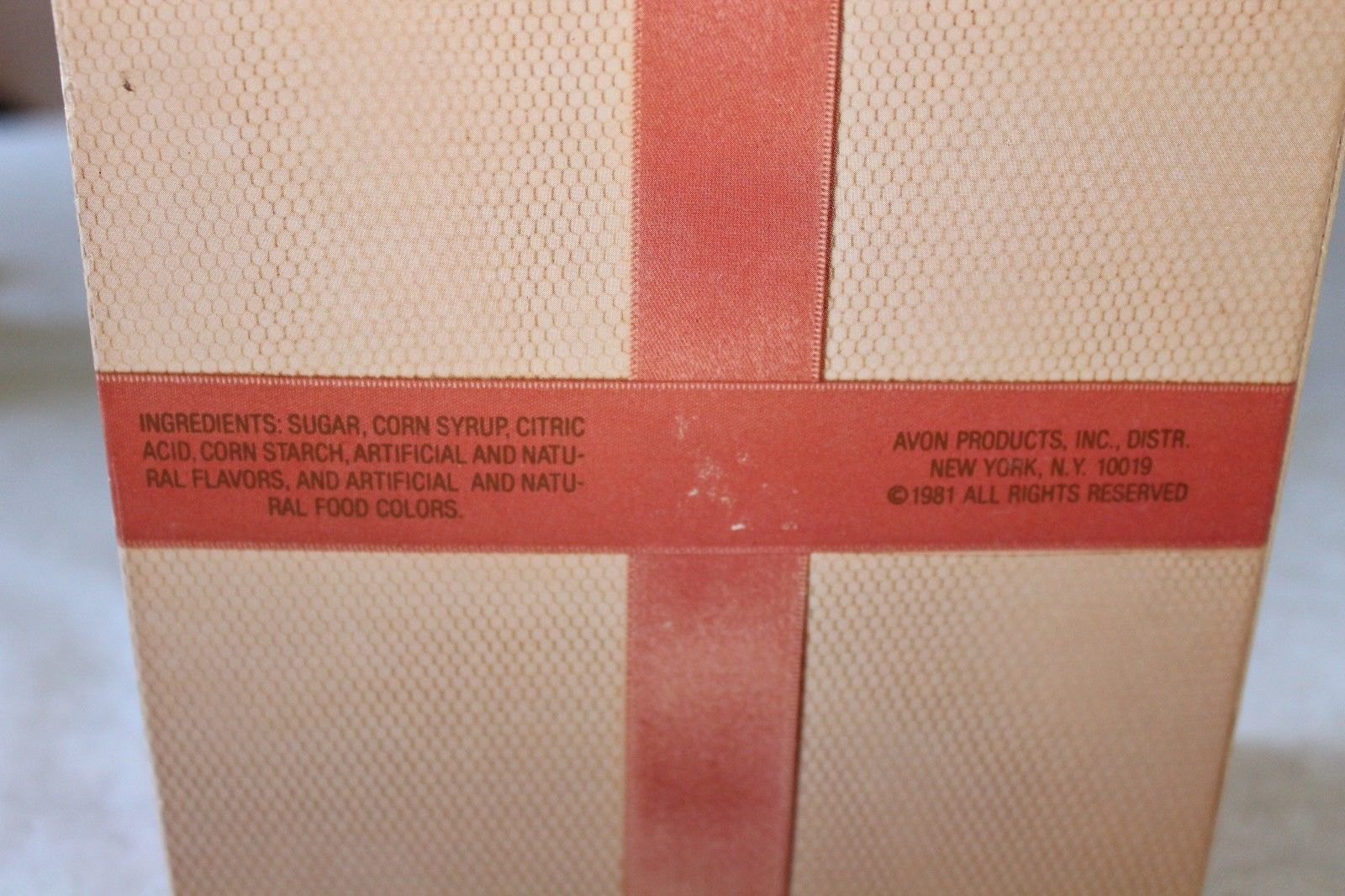 """Vintage 1981 Avon Empty Valentine's Collector's Tin """"Sweet Sentiments"""" With Box"""