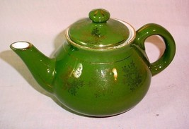 VINTAGE 2 1/2 CUP GREEN & GOLD WELLER WARE TEA POT - $24.30