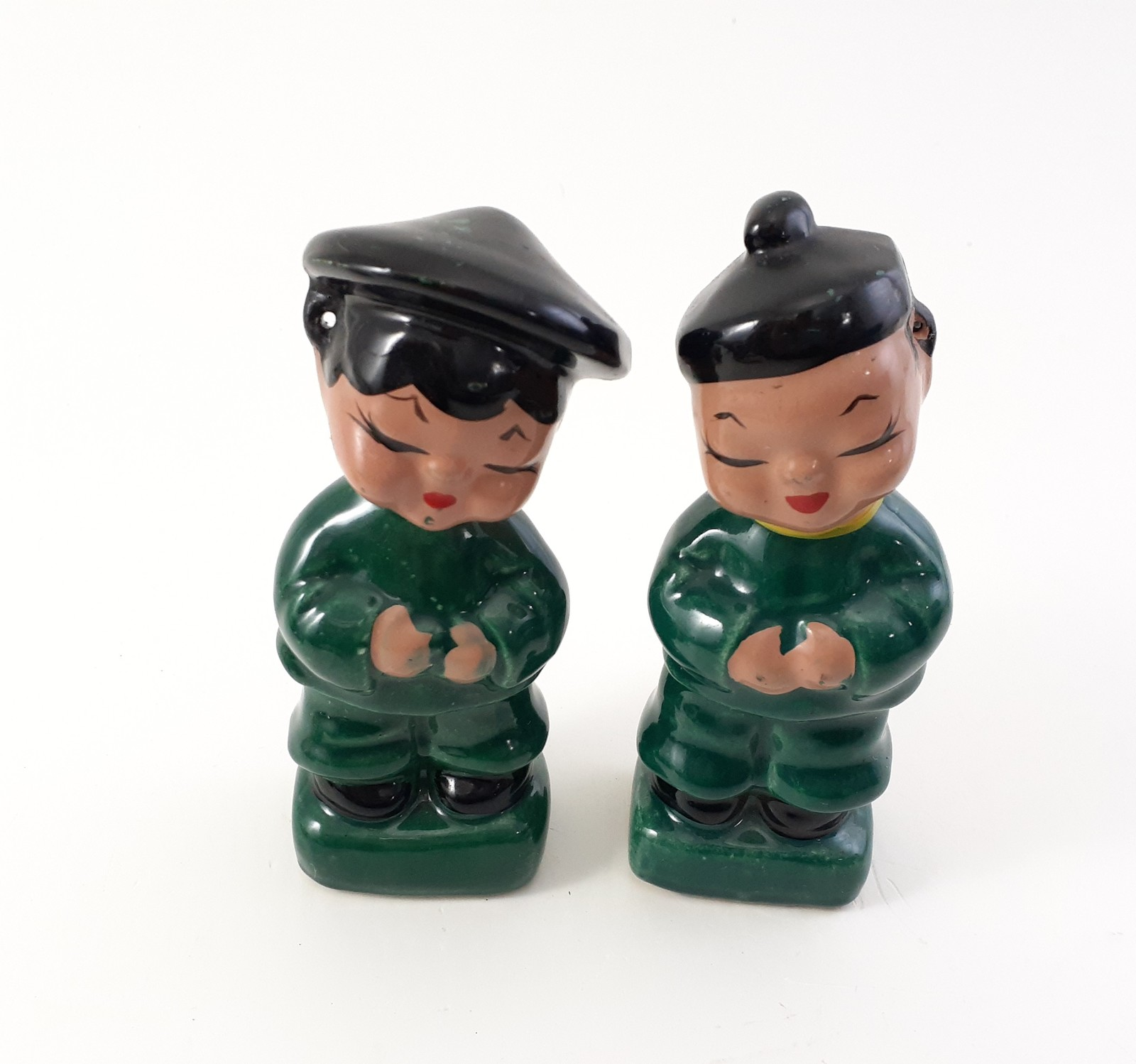 Japanese couple in green figurines  1