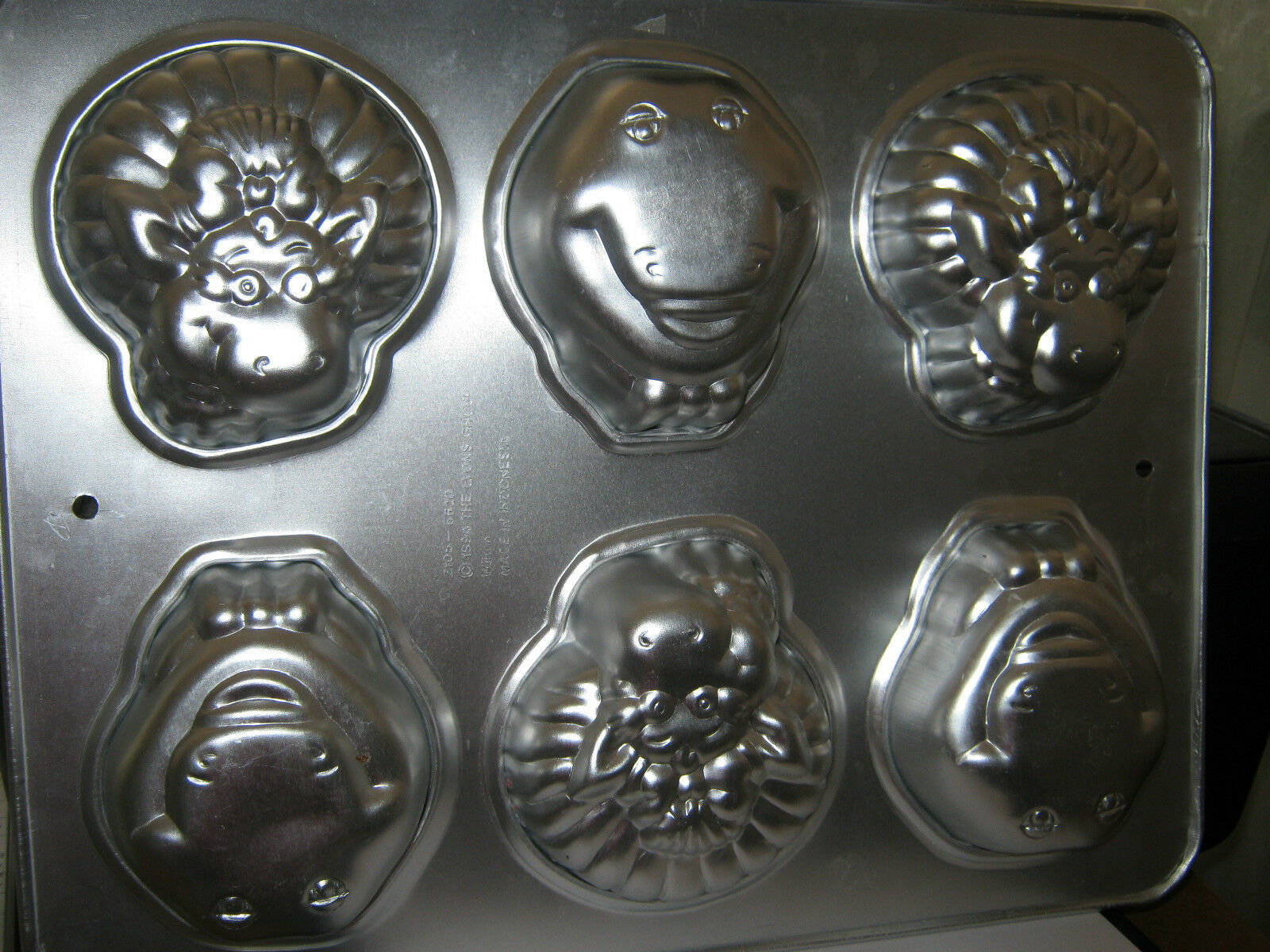 Primary image for Wilton Barney Baby Bop Mini Cupcake Pan 2105-6620