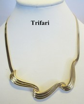 TRIFARI 1980's Herringbone and Golden Swirl Pendant Necklace 18 Inches MINT - $17.81