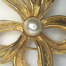 Napier Bow Ribbon Brooch Pin Goldtone Faux Pearl Signed 2.25 Inches Vintage 80s image 4