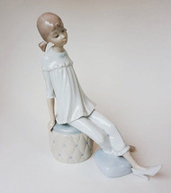 Lladro 01001084 Girl With Mother's Shoe - $147.51