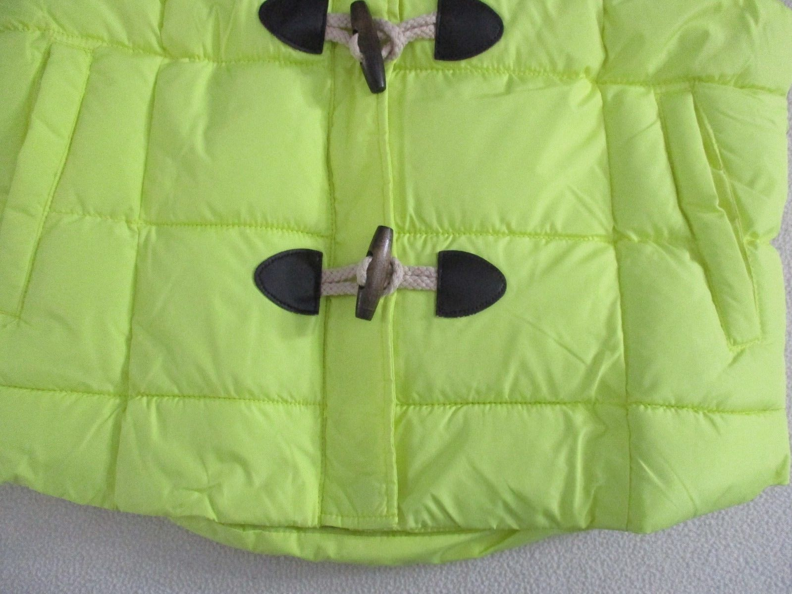 Arizona Jeans Juniors  Vest L Yellow Solid Sleeveless Puffed Wood Buttons  1800K