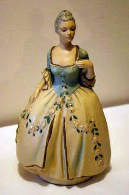 E. Calabria Italian Folk Art Hand Painted Man And Woman Victorian Figurines